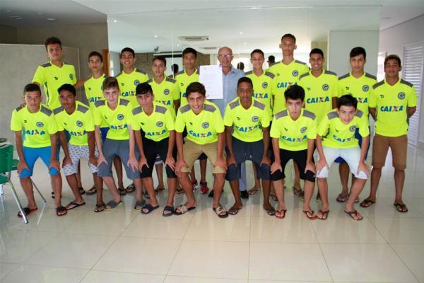 Foto  Rosiron Rodrigues Goiás E.C.. Anúncios. A Confederação Brasileira de  Futebol (CBF) renovou o Certificado de Clube Formador ... 64d8b76decc16
